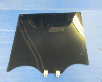 Honda - N-BOX (JF1) Genuine rear door glass on the right side only